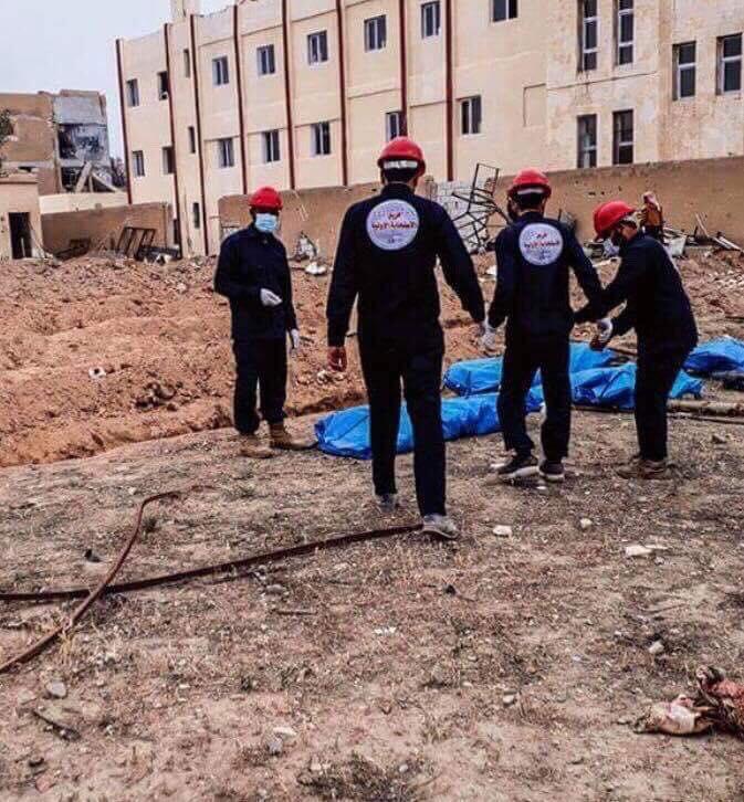 اكتشاف مقبرتين جماعيتين في مدينة الرقة يحويان 500 جثة لضحايا مدنيين