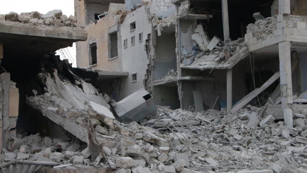 غارات النظام وروسيا تسقط عشرات الضحايا وتهجر الآلاف من ريف إدلب