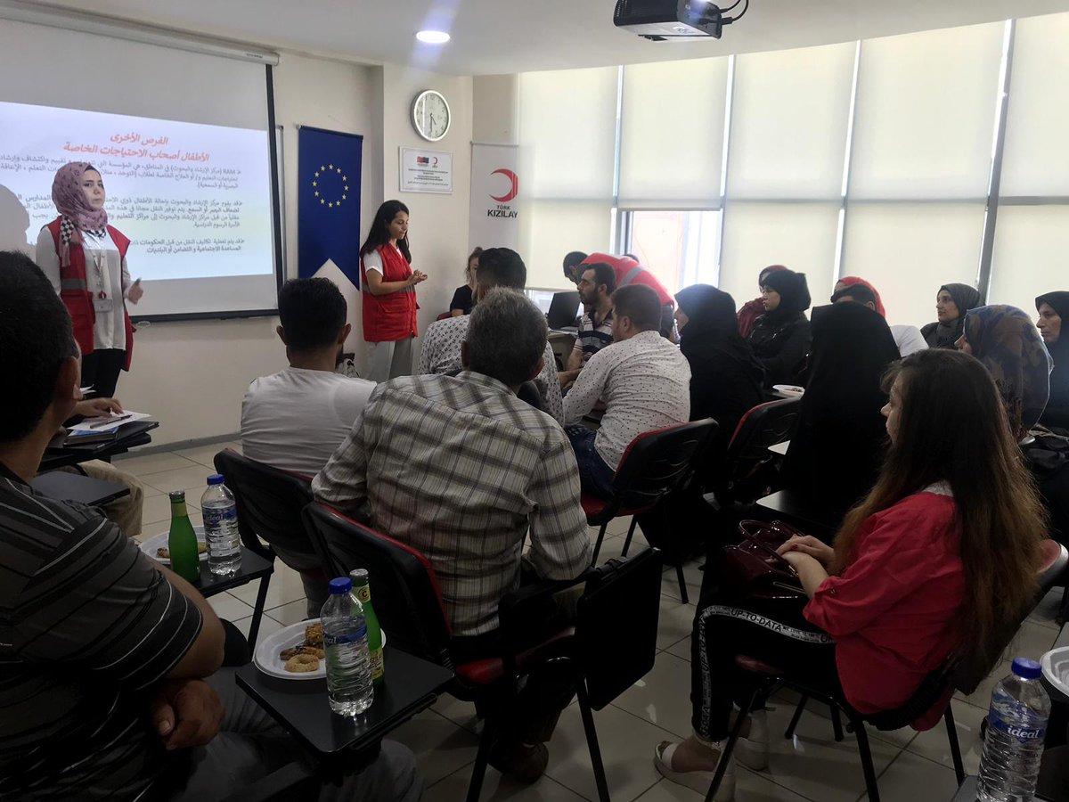 """يستمر تقديم الدروس والتدريبات في مجال """"الوعي"""" في مركز الهلال الأحمر التركي"""