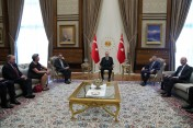 أردوغان يبحث مع وفد أوروبي ملف اللاجئين السوريين