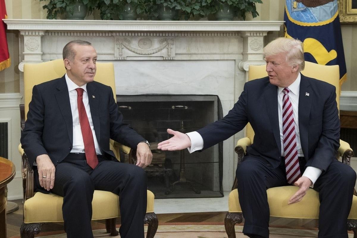 ترامب يصف أردوغان بـالقوي الشديد