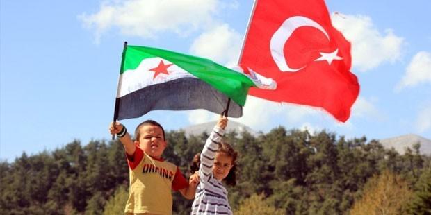 الأتراك يقفون تضامناً مع إخوتهم السوريين
